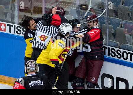 Prague, Czech Republic. 13th Dec, 2016. Fight during the Ice Hockey Champions League playoff quarterfinal return - Stock Photo