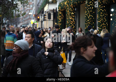 Oxford Street, London, UK. 15th Dec, 2016. Oxford Street busy with shoppers with nine days until Christmas Day and - Stock Photo