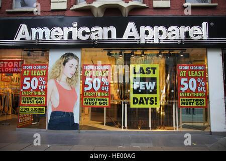 Oxford Street, London, UK. 15th Dec, 2016. American Apparel store on Oxford Street, London closing down. © Dinendra - Stockfoto
