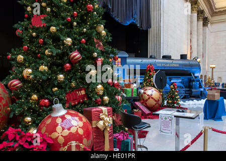 Chicago, USA.  15 December 2016.  The Great Hall in Union Station is decorated for Christmas, and this year includes - Stock Photo