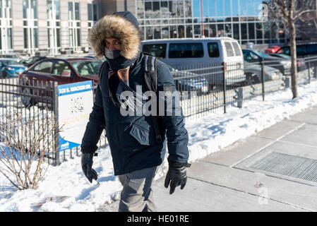 Chicago, USA.  15 December 2016.  The city of Chicago suffers the first severe cold of the year with daytime temperatures - Stock Photo