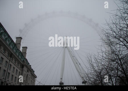 London, UK. 17th Dec, 2016. London Eye covered under thick fog © amer ghazzal/Alamy Live News - Stock Photo