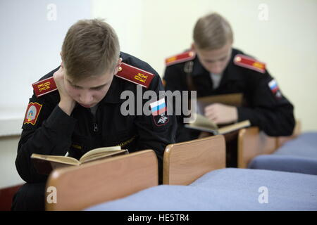 Omsk, Russia. 16th Dec, 2016. Cadets of the Omsk Cadet Corps reading. © Dmitry Feoktistov/TASS/Alamy Live News - Stock Photo