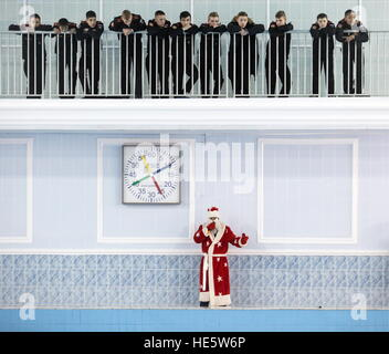 Omsk, Russia. 16th Dec, 2016. Father Frost attends a swimming competition at the Omsk Cadet Corps. © Dmitry Feoktistov/TASS/Alamy - Stock Photo