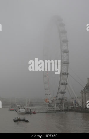 London, UK. 17th Dec, 2016. UK Weather. Foggy day in London. © claire doherty/Alamy Live News - Stock Photo