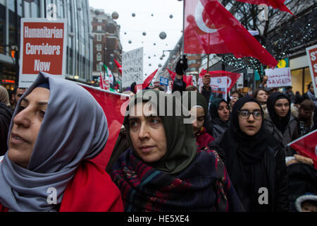 London, UK. 17th Dec, 2016. Protestors march down Oxford street, against western inaction in Syria, London - 17/12/2016 - Stock Photo