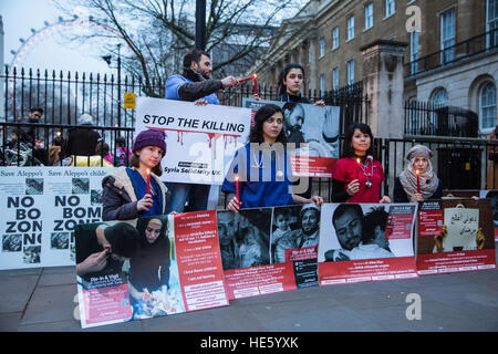 London, UK. 17th Dec, 2016. British doctors and nurses hold a candlelit vigil opposite Downing Street in solidarity - Stock Photo