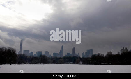 New York City, USA. 17th Dec, 2016. US Weather: Snow covers the Great Lawn in New York City's Central Park on the - Stock Photo