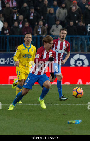 Madrid, Spain. 17th Dec, 2016. Griezman (C), Roque Mesa (L) and Saul (R). Atletico de Madrid won by 1 to 0 over - Stock Photo