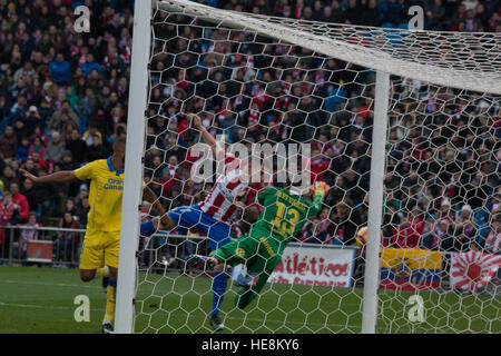 Madrid, Spain. 17th Dec, 2016. Gameiro (C) shoots to the wood. Atletico de Madrid won by 1 to 0 over Las Palmas - Stock Photo