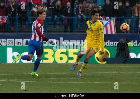 Madrid, Spain. 17th Dec, 2016. Griezman (L) during the match. Atletico de Madrid won by 1 to 0 over Las Palmas whit - Stock Photo