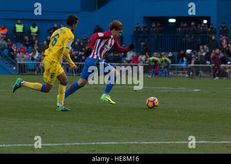 Madrid, Spain. 17th Dec, 2016. Griezman (R) try to evade Montoro (L). Atletico de Madrid won by 1 to 0 over Las - Stock Photo