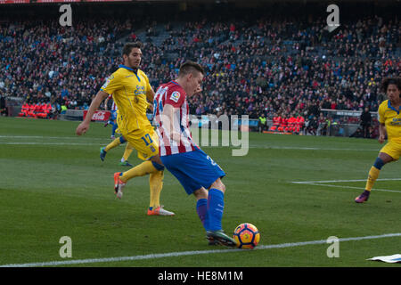Madrid, Spain. 17th Dec, 2016. Gameiro (C) try to pass the ball. Atletico de Madrid won by 1 to 0 over Las Palmas - Stock Photo
