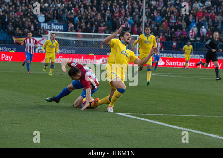 Madrid, Spain. 17th Dec, 2016. Gameiro (L) fall down at the same time than Bigas (R). Atletico de Madrid won by - Stock Photo