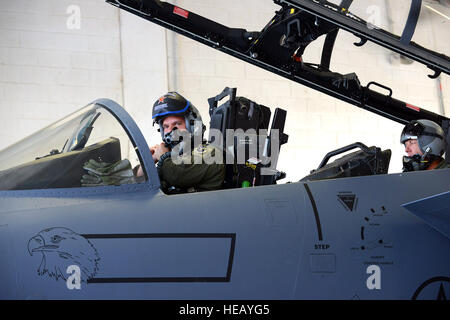 Lt. Col. Gustuf Palmquist, 339th Flight Test Squadron test pilot, prepares to take an F-15 Eagle up for testing - Stockfoto