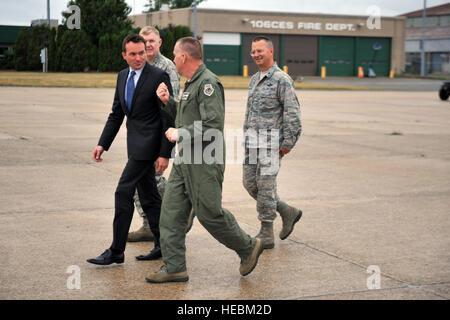 FS GABRESKI ANG, NY - Secretary of the Air Force Eric Fanning visits the 106th Rescue Wing at FS Gabreski ANG on - Stock Photo