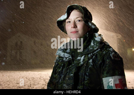 Canadian army Cpl. Kristin Puddicombe, from the 33rd Field Ambulance, plays in the snow during an unusually heavy - Stockfoto