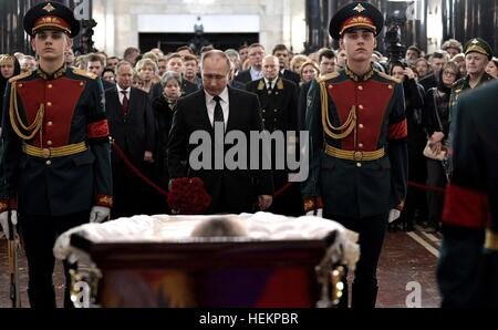 Moscow, Russia. 22nd Dec, 2016. Russian President Vladimir Putin pays his respects to Russian Ambassador to Turkey - Stock Photo