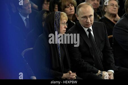 Moscow, Russia. 22nd Dec, 2016. Russian President Vladimir Putin sits with Marina Karlov, widow of Russian Ambassador - Stock Photo