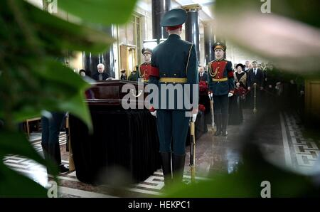 Moscow, Russia. 22nd Dec, 2016. Russian Honor Guards stand by the casket of Ambassador to Turkey Andrei Karlov during - Stock Photo