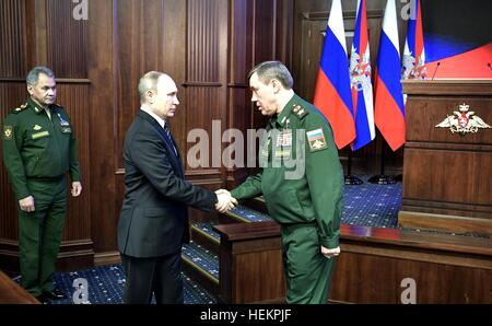 Moscow, Russia. 22nd Dec, 2016. Russian President Vladimir Putin greets Chief of Staff of the Armed Forces General - Stock Photo