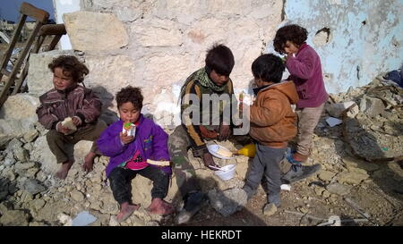 Aleppo, Syria. 23rd Dec, 2016. Kids in the neighborhood of Karm al-Miasar in the eastern part of Aleppo. Russia's - Stockfoto