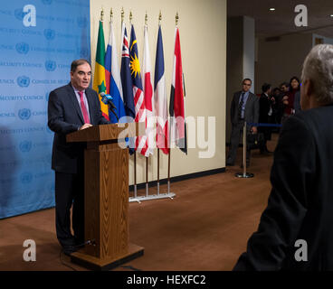 New York, United States. 23rd Dec, 2016. Following the close of United Nations Security Council consultations regarding - Stockfoto