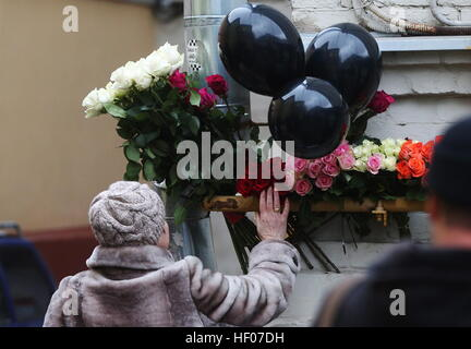 Moscow, Russia 25th Dec, 2016 Flowers in memory of the victims of a Russian Defense Ministry plane crash outside - Stock Photo