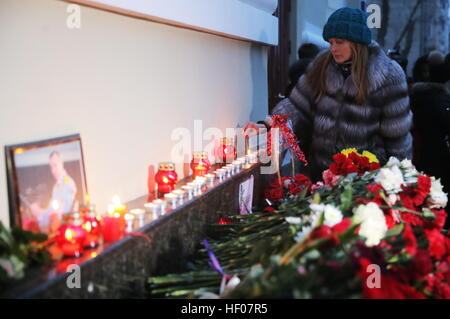Moscow, Russia 25th Dec, 2016. Flowers in memory of the victims of a Russian Defense Ministry plane crash outside - Stock Photo