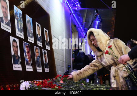 Moscow, Russia. 25th Dec, 2016. Photographs of Channel One, NTV and Zvezda TV channels journalists killed in a Russian - Stock Photo