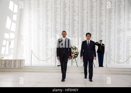 Pearl Harbour, Hawaii. 27th Dec, 2016. U.S President Barack Obama and Japanese Prime Minister Shinzo Abe walk together - Stock Photo