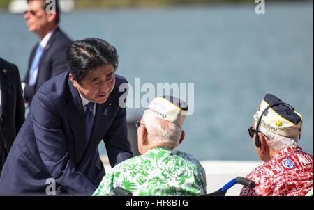 Pearl Harbour, Hawaii. 27th Dec, 2016. Japanese Prime Minister Shinzo Abe greets survivors of the attack on Pearl - Stock Photo