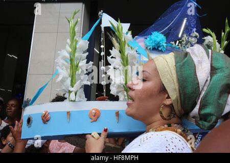 Rio de Janeiro, Brazil. 29th Dec, 2016. Devotees of umbanda and candomblé celebrate Iemanjá, Orixá known as Queen - Stock Photo
