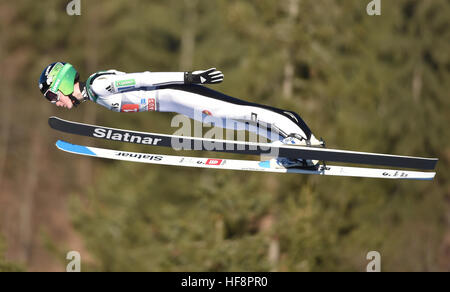 Oberstdorf, Germany. 30th Dec, 2016. Slovenian ski jumper Cene Prevc airborne during a test round at the opening - Stockfoto