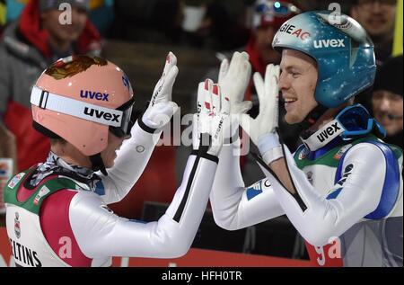 Oberstdorf, Germany. 30th Dec, 2016. Austrian ski jumpers Stefan Kraft (l) and Michael Hayboeck celebrates after - Stockfoto