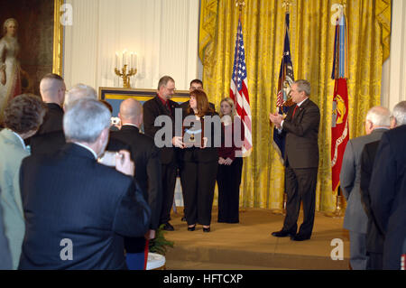 070111-N-1993R-027Washington, D.C. (Jan. 11, 2007) Ð President George W. Bush stands aside after presenting the - Stock Photo