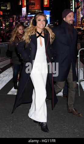 New York, NY, USA. 31st Dec, 2016. Rachel Platten out and about for Celebrity Candids - New Year's Eve 2016, Times - Stock Photo