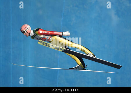 30.12.2017. Oberstdorf, Germany. German ski jumper Severin Freund in action during a test round at the opening jump - Stockfoto