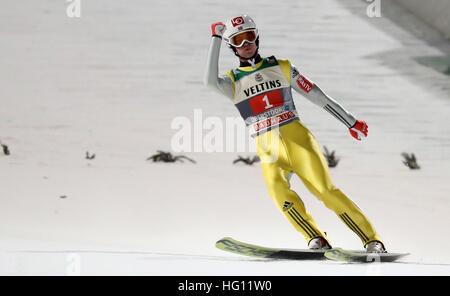 30.12.2017. Oberstdorf, Germany. Norwegian ski jumper Daniel Andre Tande celebrating after his jump in the second - Stockfoto