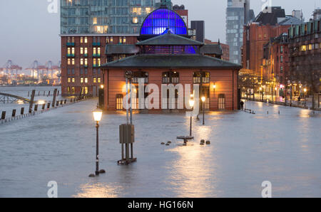 Hamburg, Germany. 4th Jan, 2017. The fish market is flooded during a storm tide in Hamburg, Germany, 4 January 2017. - Stock Photo