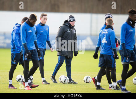 Hamburg, Germany. 4th Jan, 2017. Coach Markus Gisdol (c) pictured during a Hamburg SV training session in Hamburg, - Stock Photo