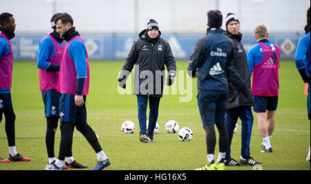 Hamburg, Germany. 4th Jan, 2017. Coach Markus Gisdol (c) pictured during a training session in Hamburg, Germany, - Stock Photo