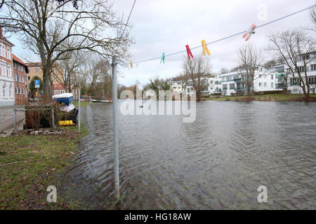 Luebeck, Germany. 04th Jan, 2017. The Trave river floods the banks in Luebeck, Germany, 04 January 2017. The Federal - Stock Photo