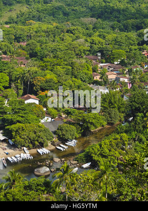 Brazil, State of Sao Paulo, Ilhabela Island, Elevated view of the beach and port in Bonete. - Stock Photo