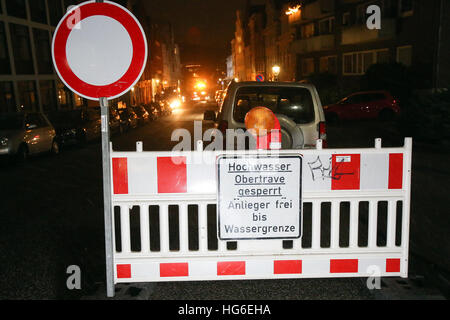 Luebeck, Germany. 04th Jan, 2017. A police barrier blocks access to a residential street in Luebeck, Germany, 04 - Stock Photo