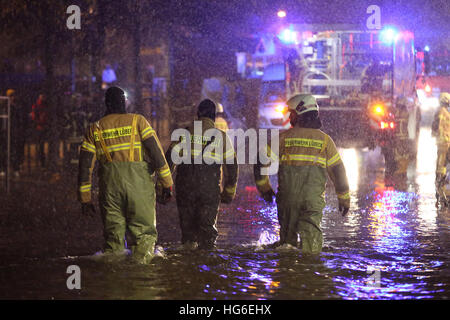 Luebeck, Germany. 04th Jan, 2017. Members of the local fire brigade in Luebeck, Germany, 04 January 2017. The Federal - Stock Photo