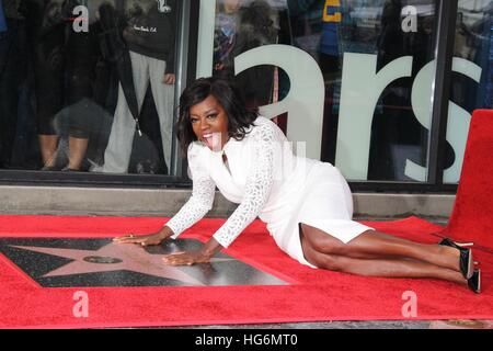 Hollywood, California, USA. 5th Jan, 2017. Actress VIOLA DAVIS Honored with first Walk Of Fame Star of the New Year - Stock Photo