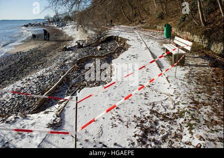 Sassnitz, Germany. 06th Jan, 2017. A collapsed path in Sassnitz, Germany, 06 January 2017. The aftermath of the - Stock Photo