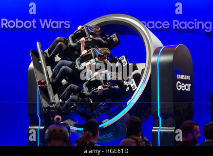 Las Vegas, US. 06th Jan, 2017. Visitors to the show stand of South Korean manufacturer Samsung dive interactively - Stock Photo