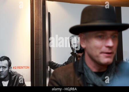 Edinburgh, UK. 22nd January, 2017. T2 Trainspotting premiere at Edinburgh Cineworld. Artist picture where the background - Stock Photo